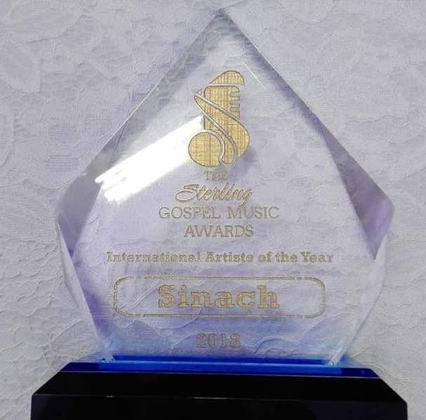 Sinach receives award for International Artiste of the Year at
